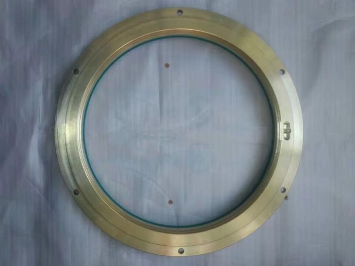 Slurry pump with bearing isolator protection equivenlent